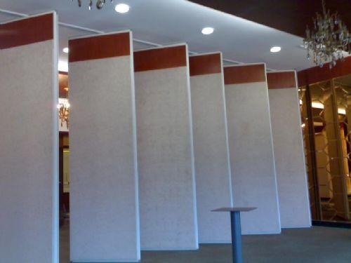 酒店移动屏风隔断的材质特性