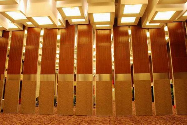 安装酒店移动隔断的步骤