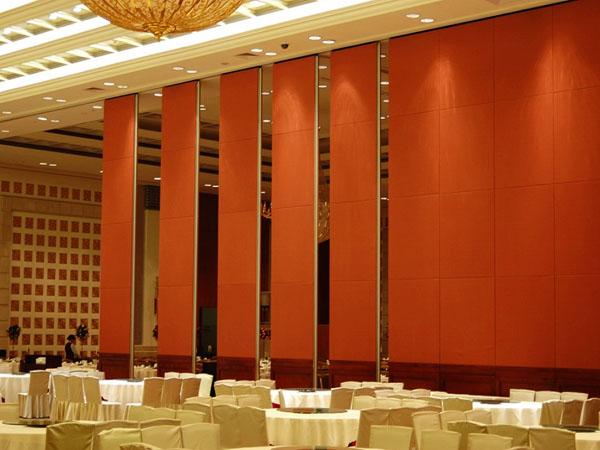 介绍餐厅活动隔断的设计特色